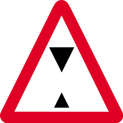 Road traffic signs - 600 x 680 mm overhead height restriction CLASS 2 reflective 3 mm aluminium signs.