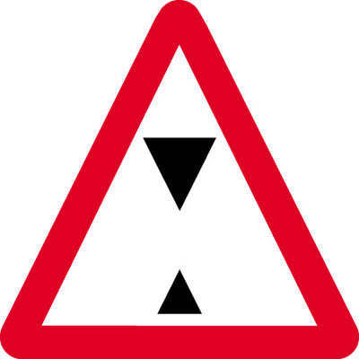 Road traffic signs - 600 x 680 mm overhead height restriction CLASS 1 reflective 3 mm aluminium signs.