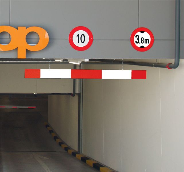Aluminium Height Restriction Bar - 2500mm -Red / White Car Park Barriers