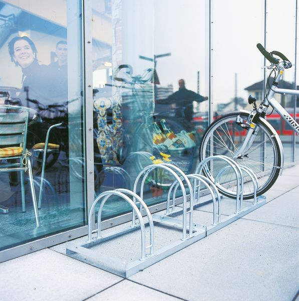 Floor Mounted 3 Cycle Rack