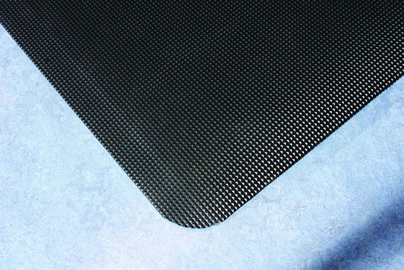 Welding Mat Diamond Tread 0 6 x 0.9M For Stairs